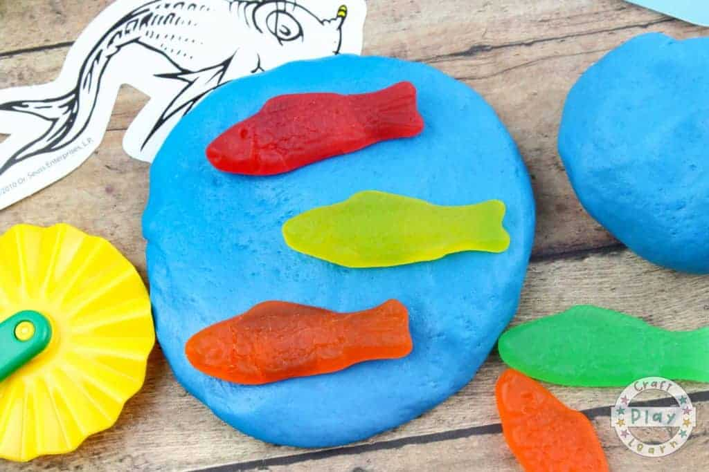 making dr seuss slime recipe with fish